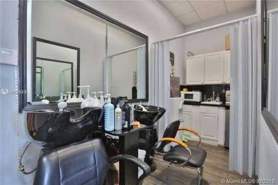 Fotos de For sale !! beauty salon, nails , spa !! 16