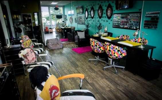 Fotos de For sale !! beauty salon, nails , spa !! 6