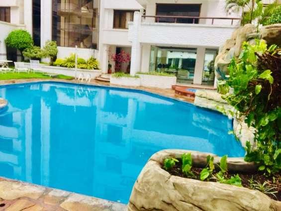 Áreas comunes de piscina, sauna seco-vapor, gym