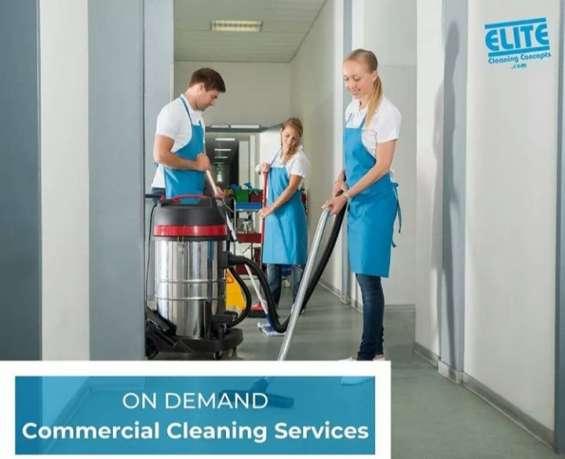 Trabaja en limpieza comercial